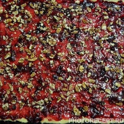 Фото рецепта - Крамбл – тертый пирог со смородиной - шаг 6