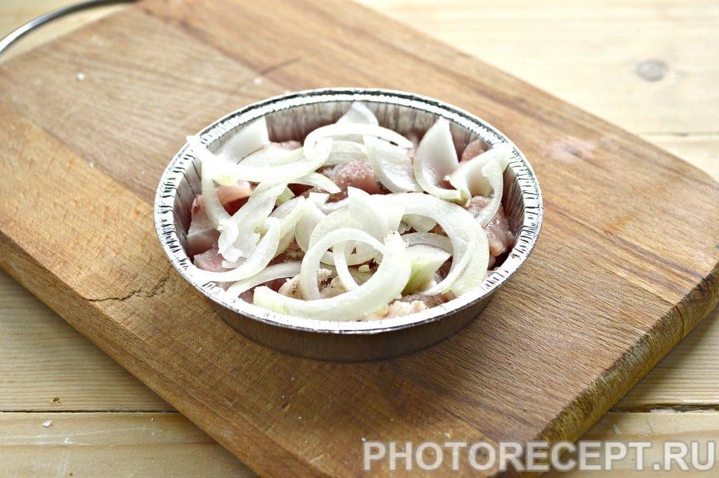 Фото рецепта - Мясо в духовке под сырной корочкой - шаг 3