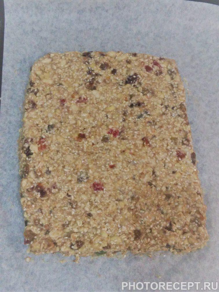 Фото рецепта - Вкусные и полезные фитнес-батончики (печенье) - шаг 3
