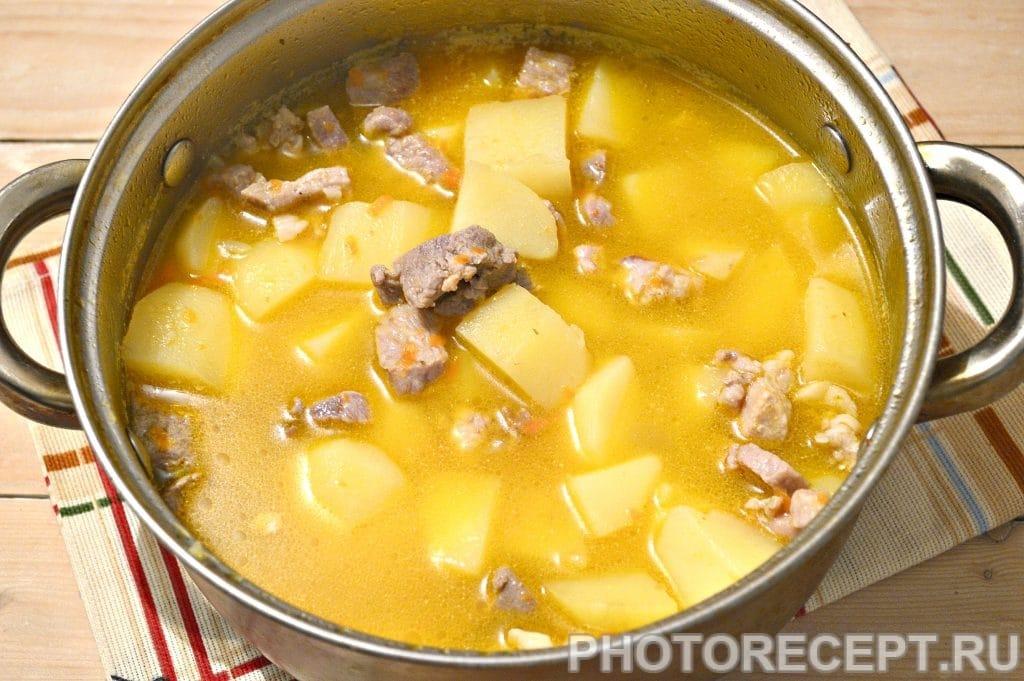 Фото рецепта - Картофельный суп со свининой и овощами - шаг 6