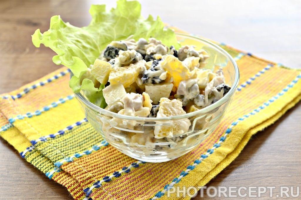 Фото рецепта - Праздничный куриный салат с апельсином и черносливом - шаг 6