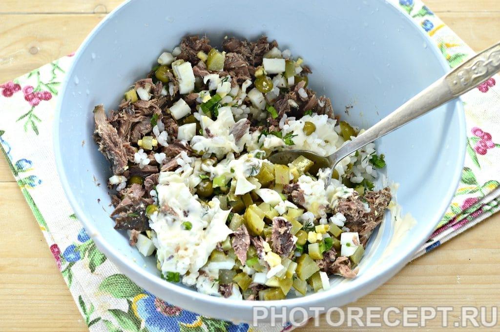 Фото рецепта - Салат с консервированным тунцом и рисом - шаг 6