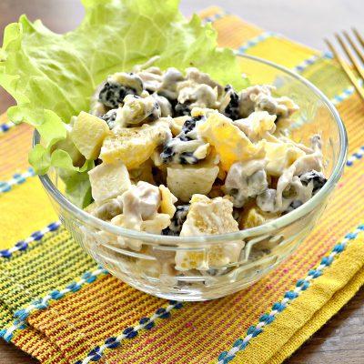 Праздничный куриный салат с апельсином и черносливом - рецепт с фото