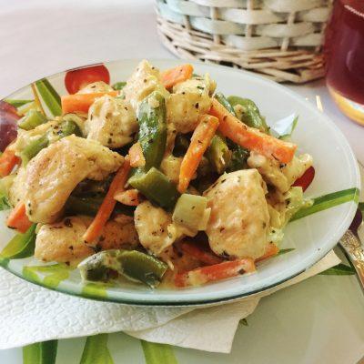 Куриное филе со стручковой фасолью в сметанном соусе - рецепт с фото