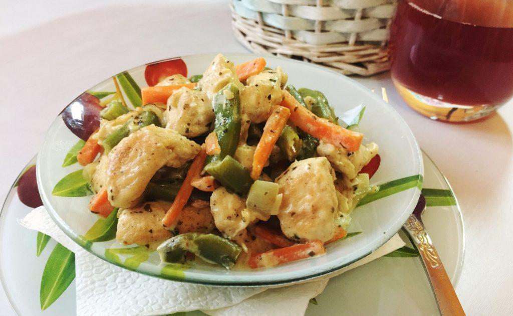 Фото рецепта - Куриное филе со стручковой фасолью в сметанном соусе - шаг 6