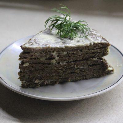 Печеночный торт с чесноком - рецепт с фото