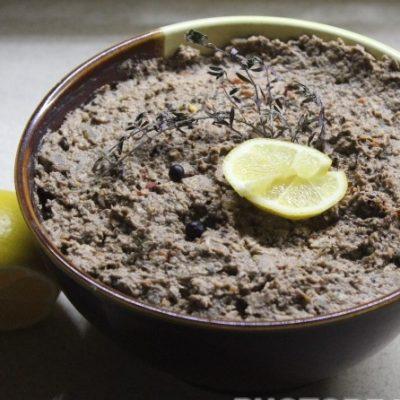 Свиной паштет с куриной грудкой и грибами - рецепт с фото