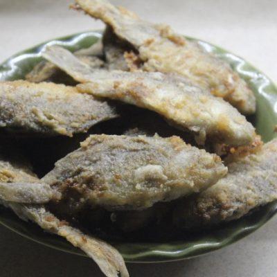Хрустящие жареные караси в кляре - рецепт с фото