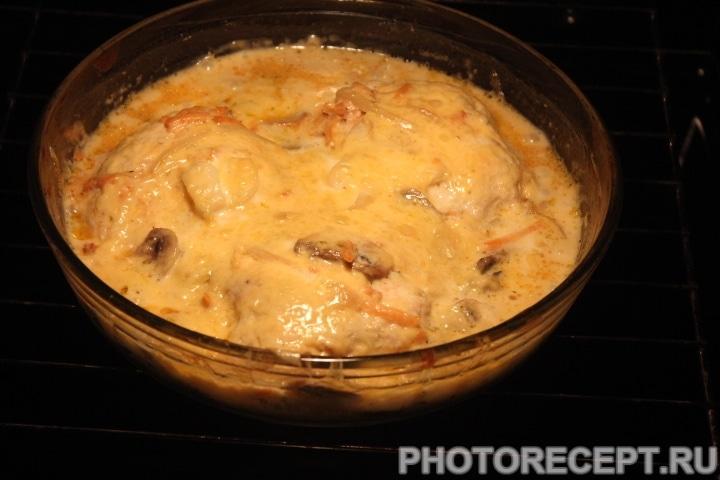 Фото рецепта - Куриные котлеты под грибной сырной шубой - шаг 11