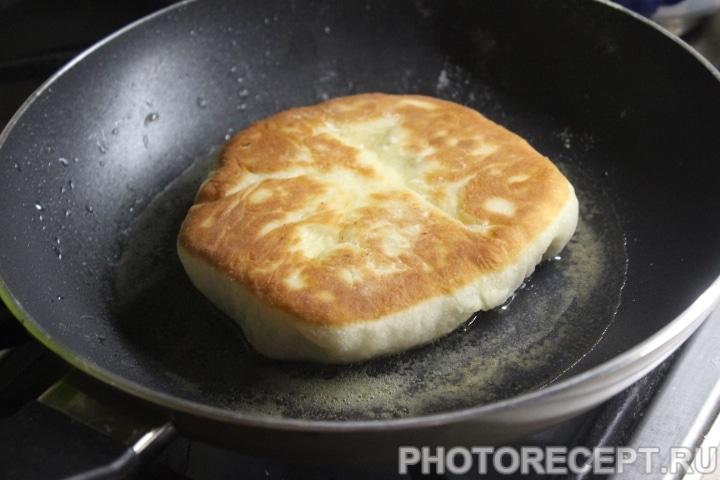 Фото рецепта - Хрустящие беляши с мясом на сковороде - шаг 12