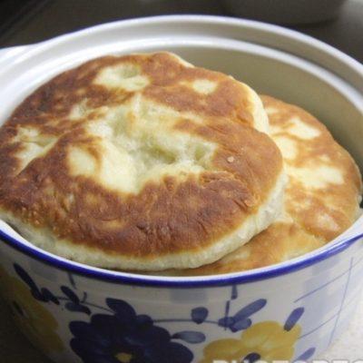Хрустящие беляши с мясом на сковороде - рецепт с фото