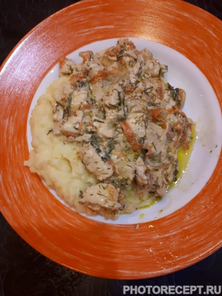 Фото рецепта - Нежная курица с овощами, тушеная в сметане - шаг 10