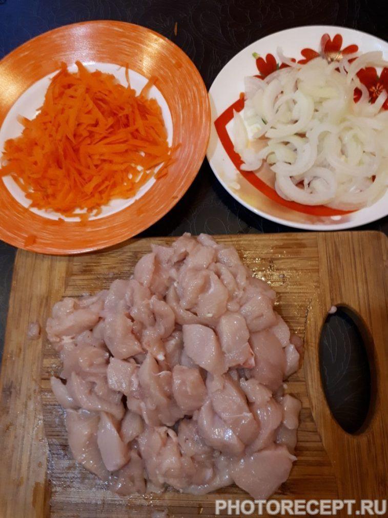 Фото рецепта - Нежная курица с овощами, тушеная в сметане - шаг 2
