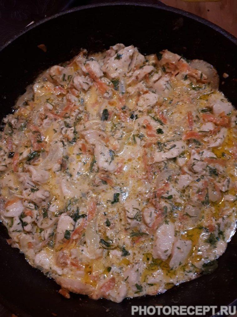 Фото рецепта - Нежная курица с овощами, тушеная в сметане - шаг 9