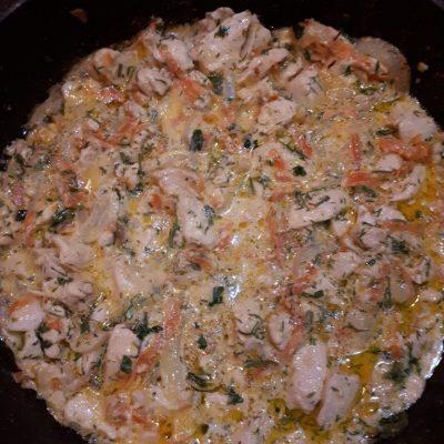Нежная курица с овощами, тушеная в сметане - рецепт с фото