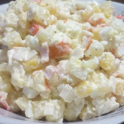 Простой крабовый салат с картофелем - рецепт с фото