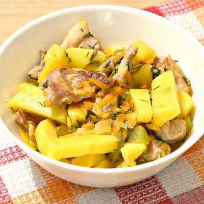 Свинина, тушенная с картофелем и огурцами - рецепт с фото
