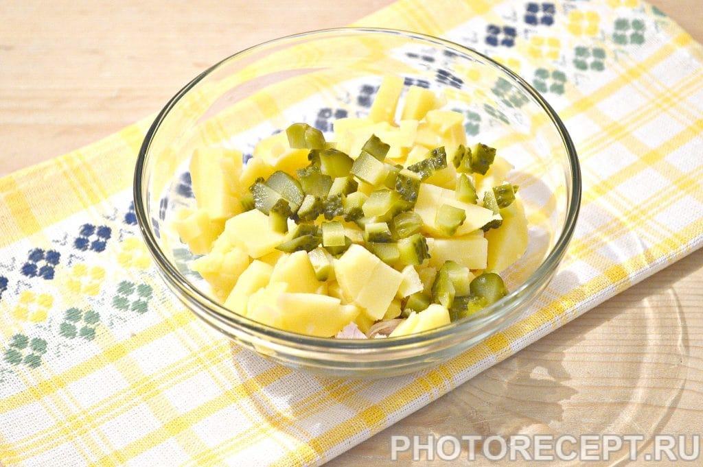 Фото рецепта - Простой салат из куриной грудки и зеленого горошка - шаг 3