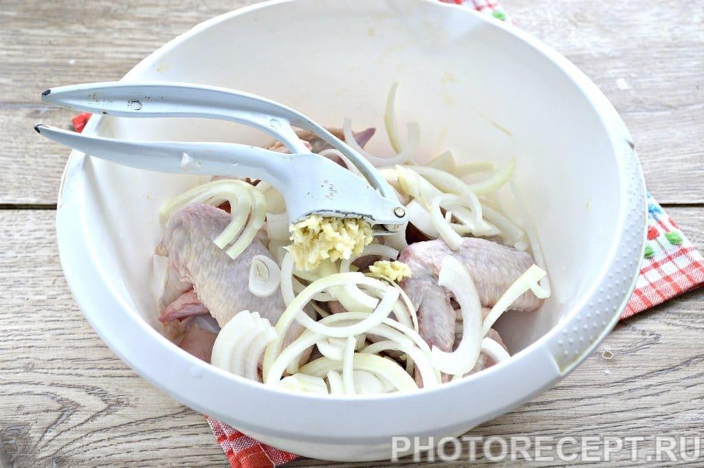Фото рецепта - Куриные крылышки с картофелем в духовке - шаг 3