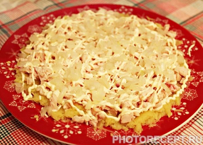 Фото рецепта - Салат «Невеста» с копченой курицей и сырком - шаг 3