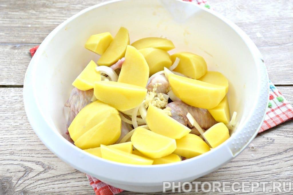 Фото рецепта - Куриные крылышки с картофелем в духовке - шаг 4