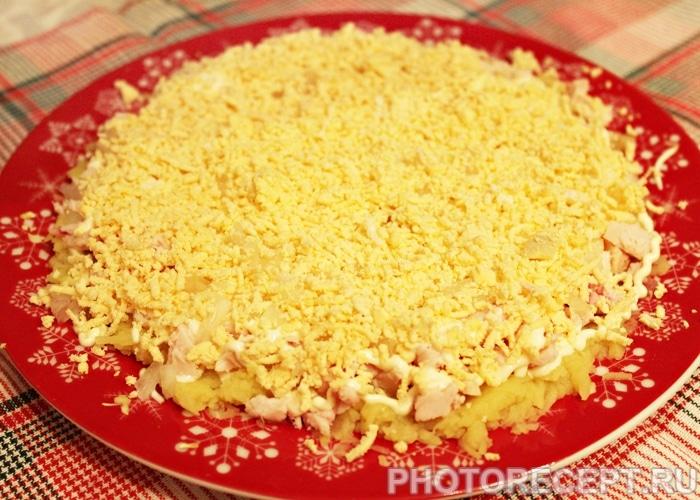 Фото рецепта - Салат «Невеста» с копченой курицей и сырком - шаг 4