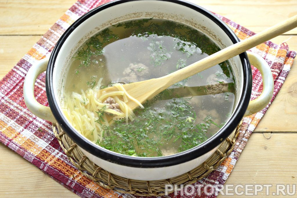 Фото рецепта - Простой суп-лапша с фрикадельками - шаг 5