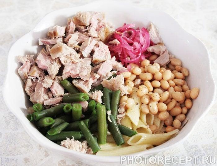 Фото рецепта - Салат с тунцом и фасолью - шаг 6
