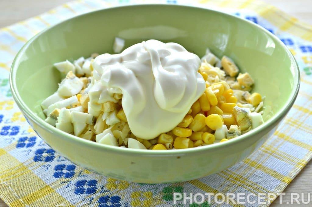 Фото рецепта - Салат с крабовым мясом и кукурузой - шаг 5