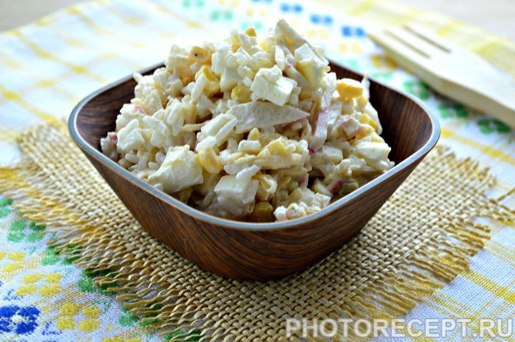 Фото рецепта - Салат с крабовым мясом и кукурузой - шаг 6