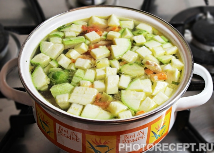 Фото рецепта - Овощной суп Минестроне с индейкой и фасолью - шаг 6