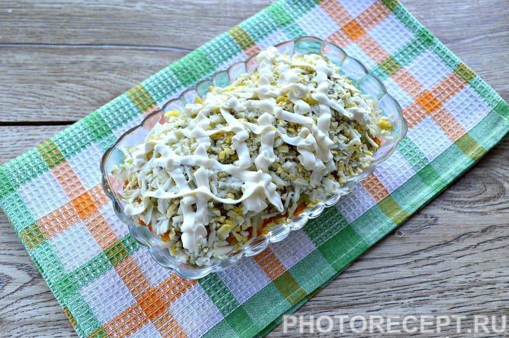 Фото рецепта - Праздничный салат «Селедка под шубой» с яблоком и яйцом - шаг 8