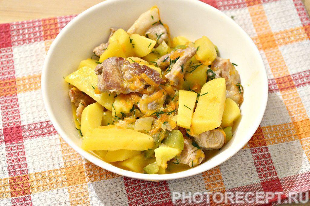 Фото рецепта - Свинина, тушенная с картофелем и огурцами - шаг 9