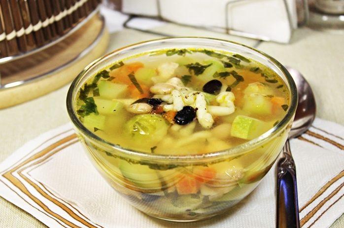 Овощной суп Минестроне с индейкой и фасолью