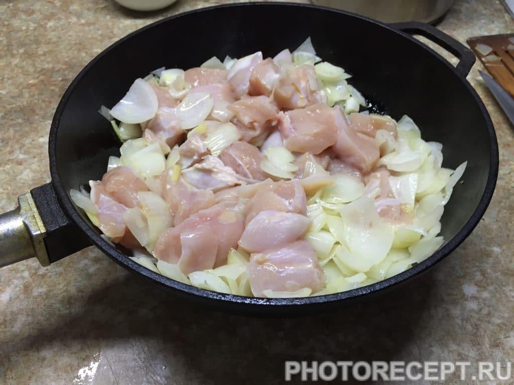 Фото рецепта - Нежное куриное филе с грушами в сливочном соусе - шаг 7