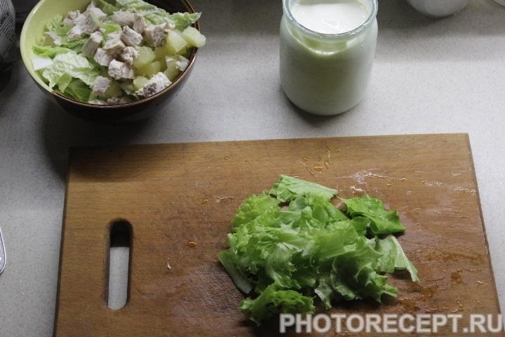 Фото рецепта - Зеленый салат с курицей без майонеза - шаг 4