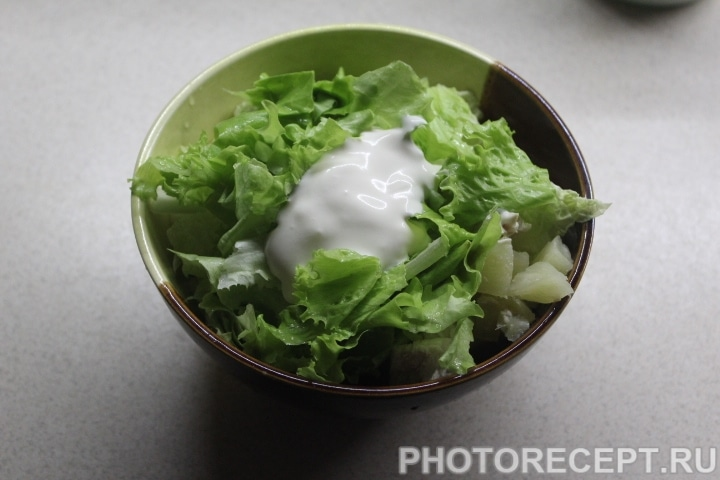 Фото рецепта - Зеленый салат с курицей без майонеза - шаг 5