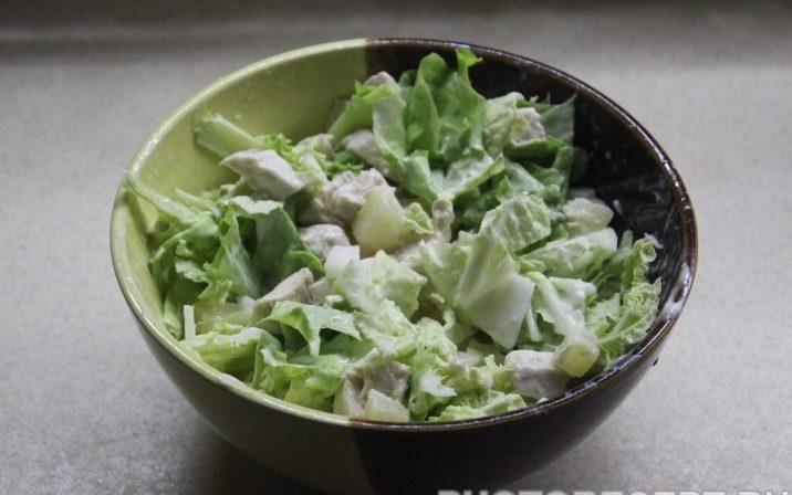 Зеленый салат с курицей без майонеза