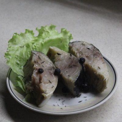 Пряная маринованная скумбрия - рецепт с фото