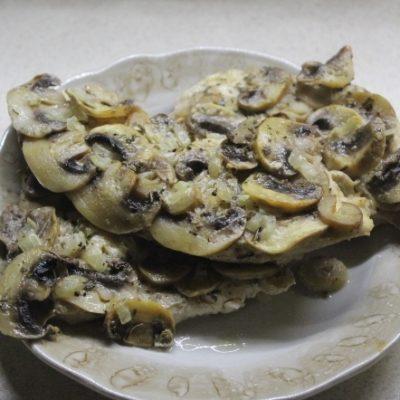 Диетическая курица с грибами в духовке - рецепт с фото