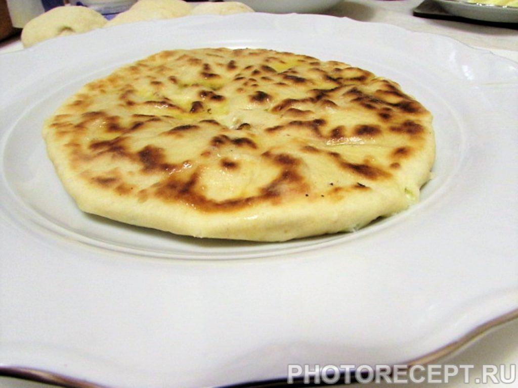 Фото рецепта - Кавказские лепешки с творогом и зеленью - шаг 19