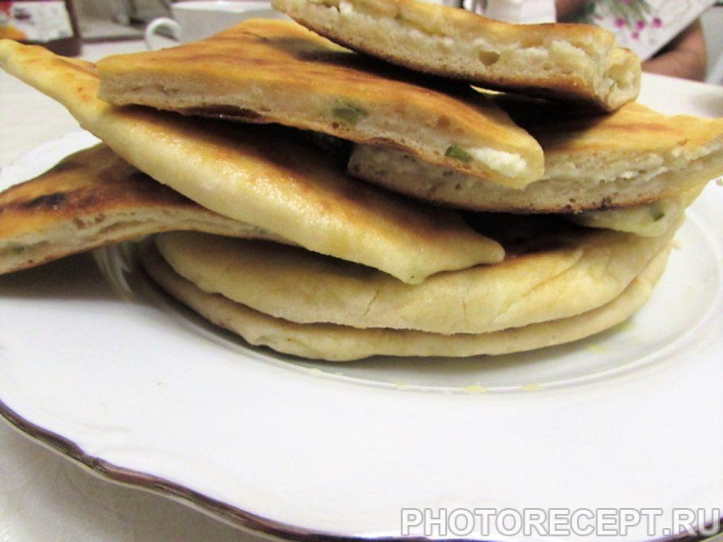 Фото рецепта - Кавказские лепешки с творогом и зеленью - шаг 20