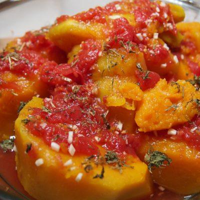 Отварная тыква с помидорами - рецепт с фото