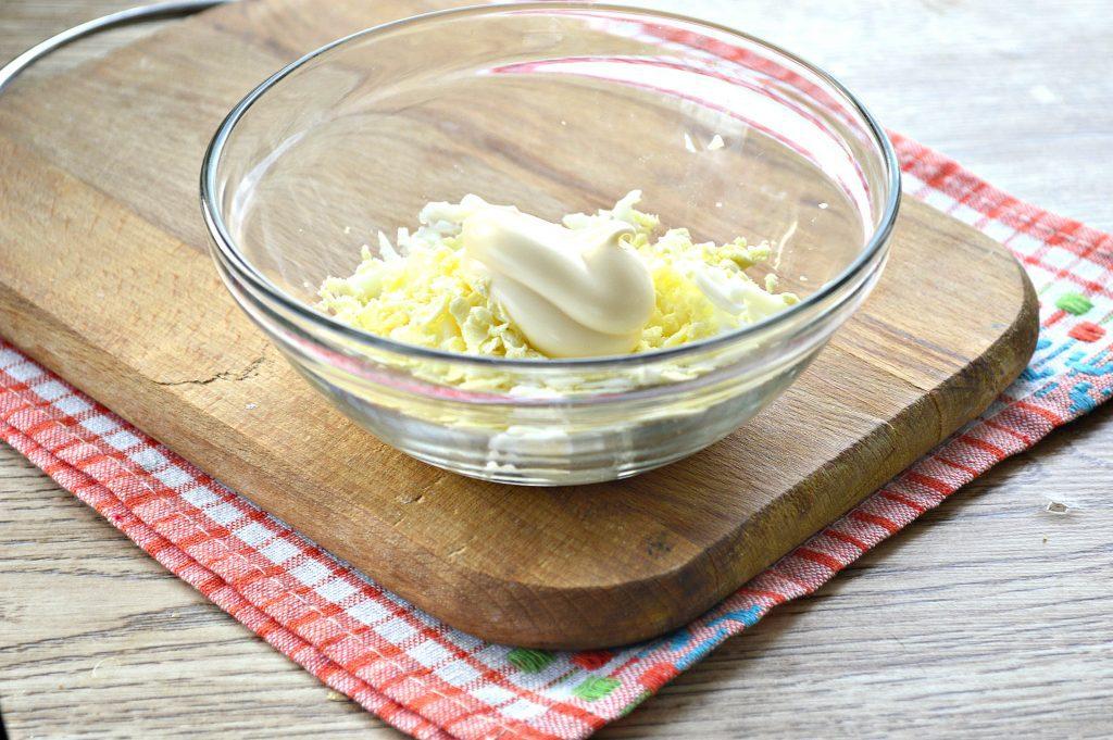 Фото рецепта - Бутерброды с яйцом и сельдью - шаг 3