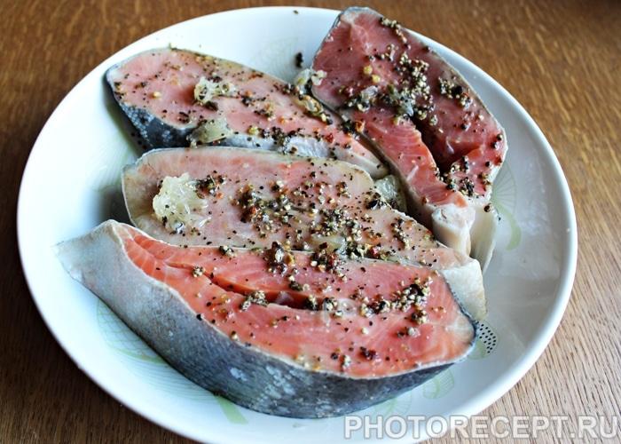 Фото рецепта - Красная рыба, запеченная в духовке - шаг 3