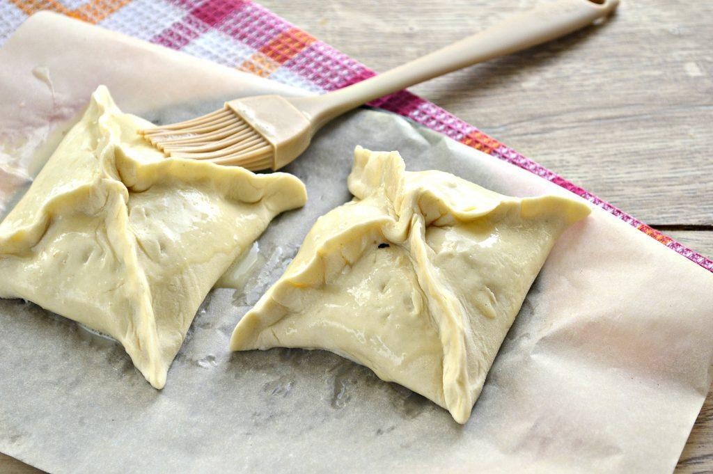 Фото рецепта - Пирожки с мясным фаршем в духовке - шаг 5