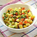 Постный салат с консервированной кукурузой