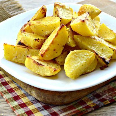 Картофель, запеченный в майонезе и специях - рецепт с фото