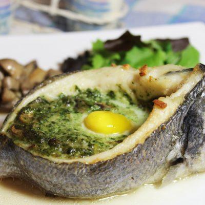 Запеченная дорадо, фаршированная грибами и шпинатом - рецепт с фото