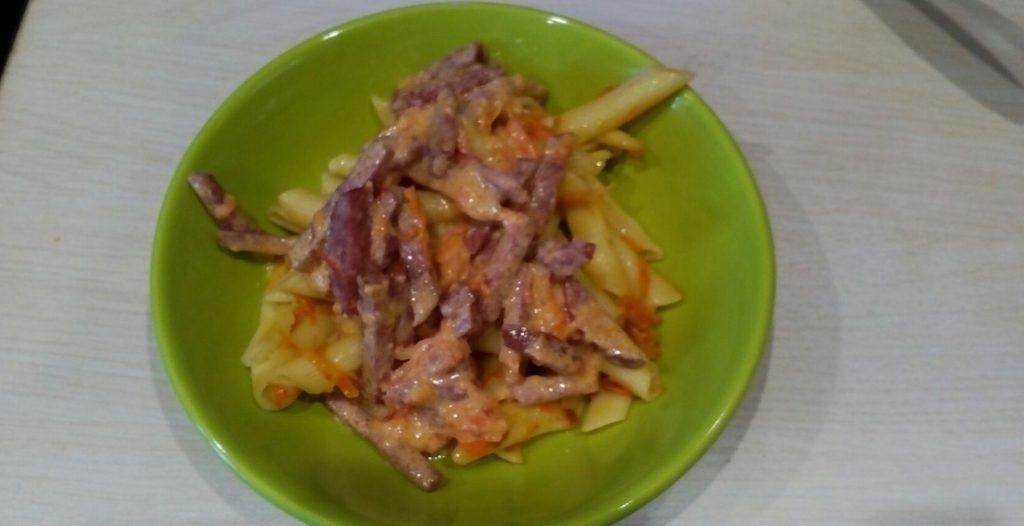 Фото рецепта - Поджарка из овощей и колбаски к гарниру - шаг 5